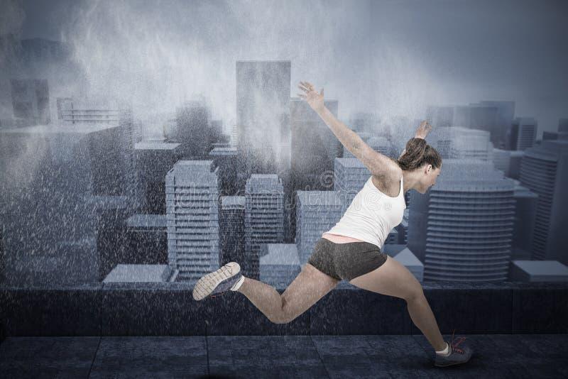Imagen compuesta de la mujer atlética que corre en el fondo blanco fotos de archivo