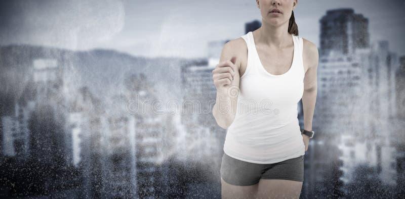 Imagen compuesta de la mujer del atleta que corre en el fondo blanco imagenes de archivo