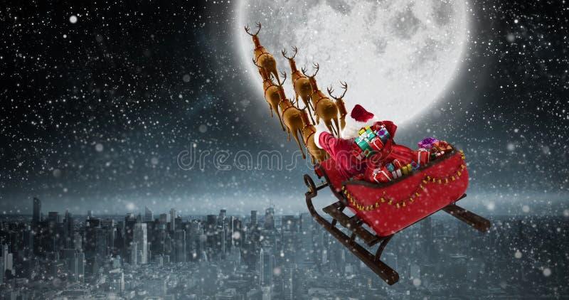 Imagen compuesta de la opinión de alto ángulo del montar a caballo de Papá Noel en el trineo con la caja de regalo foto de archivo