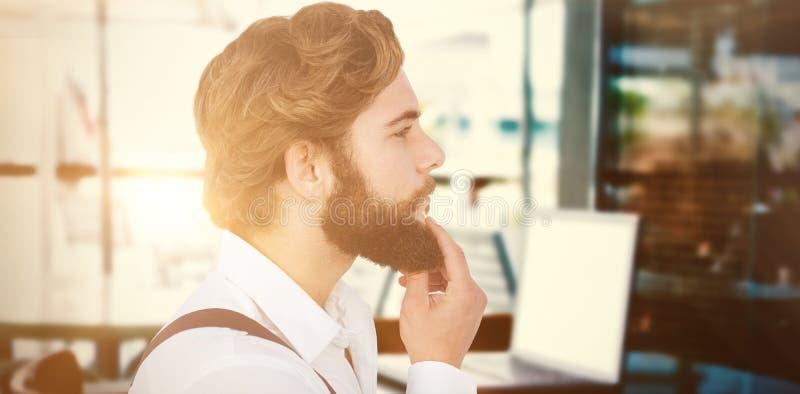 Imagen compuesta de la opinión del perfil de la barba conmovedora del inconformista imagen de archivo