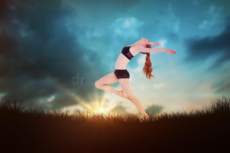 Imagen compuesta de la vista lateral de estirar deportivo de la mujer joven fotografía de archivo libre de regalías