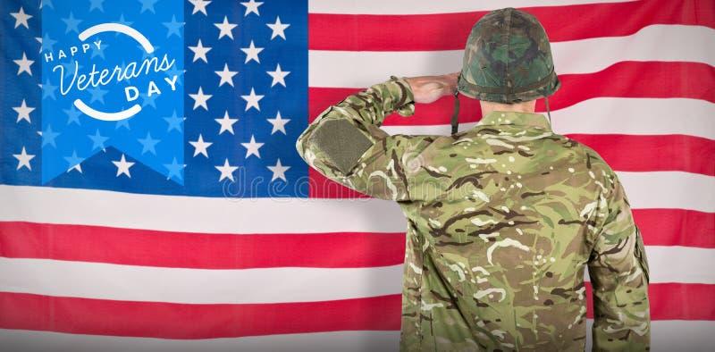 Imagen compuesta de la vista posterior de saludar militar del soldado imagen de archivo libre de regalías