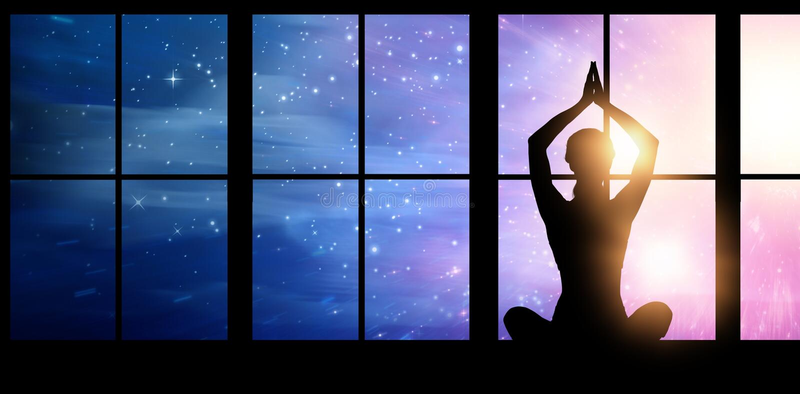 Imagen compuesta de la yoga practicante femenina de la silueta mientras que se sienta imagenes de archivo