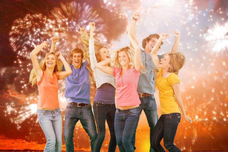 Imagen compuesta de los amigos que van de fiesta junto mientras que ríe y sonríe fotos de archivo libres de regalías