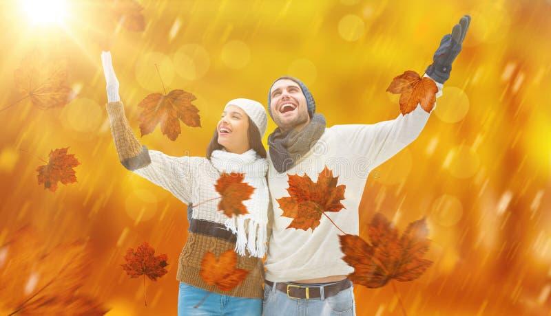 Imagen compuesta de los pares jovenes del invierno foto de archivo libre de regalías
