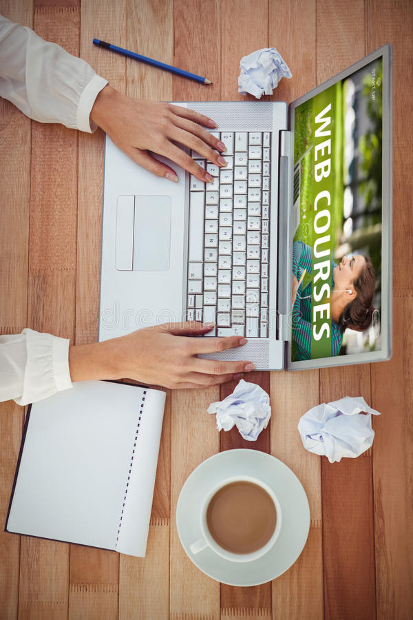 Imagen compuesta del anuncio del curso del web imagenes de archivo