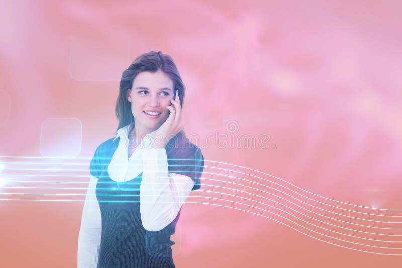 Imagen compuesta del blonde feliz en el teléfono imagenes de archivo