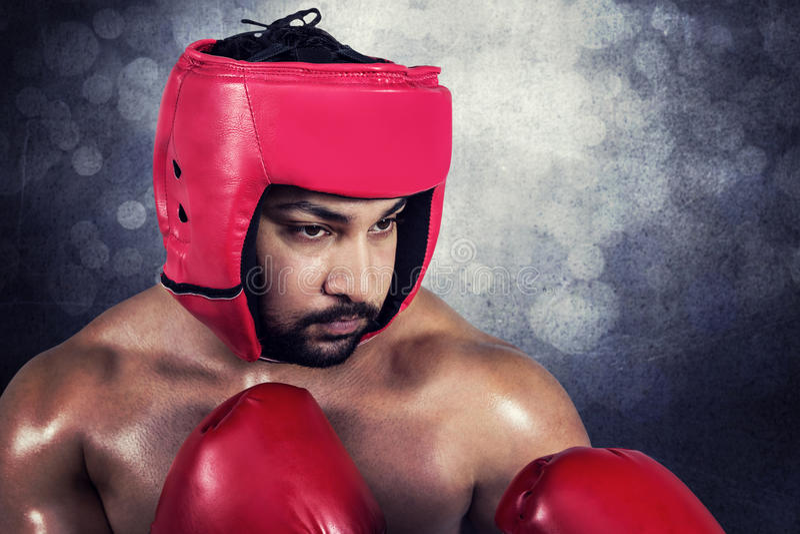 Imagen compuesta del boxeo muscular del hombre en guantes imagenes de archivo