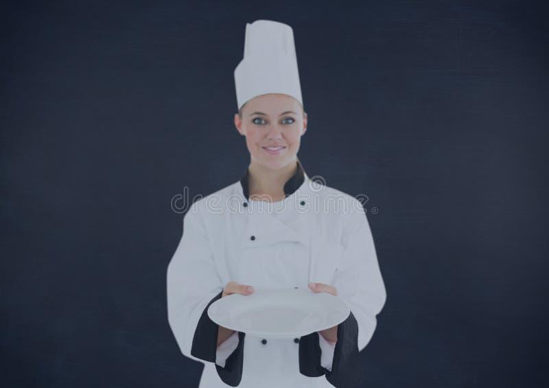 Imagen compuesta del cocinero con la placa contra fondo azul marino stock de ilustración