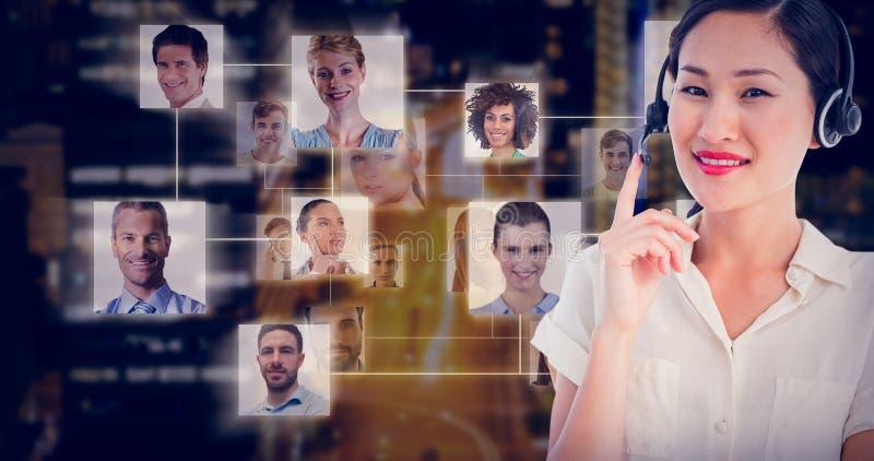 Imagen compuesta del ejecutivo de sexo femenino sonriente hermoso con las auriculares foto de archivo