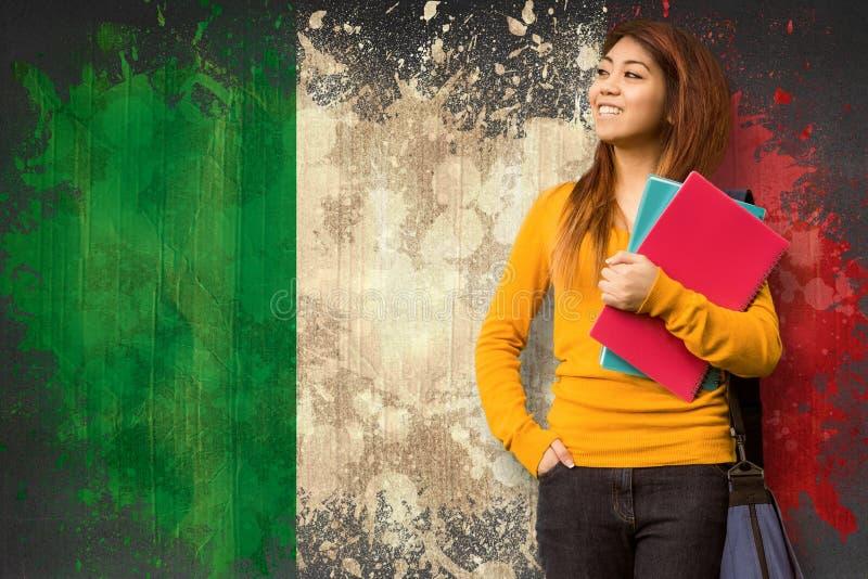Imagen compuesta del estudiante universitario de sexo femenino con los libros en parque fotografía de archivo libre de regalías
