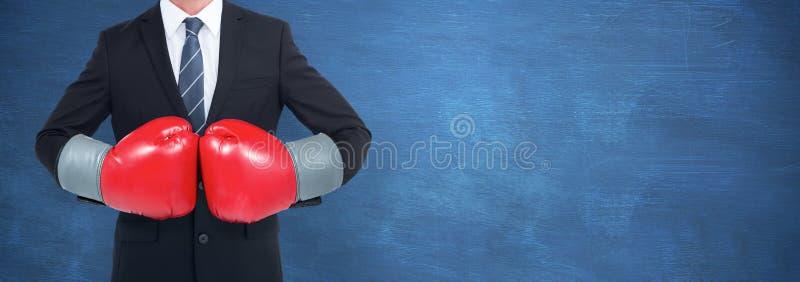 Imagen compuesta del hombre de negocios con los guantes de boxeo fotos de archivo