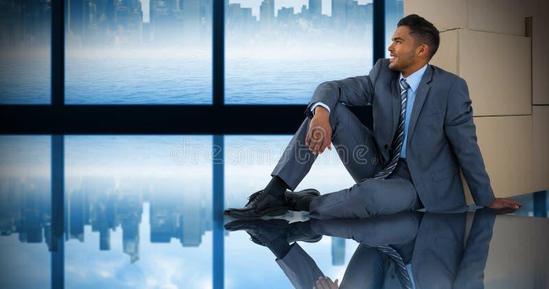 Imagen compuesta del hombre de negocios que se sienta cerca de las cajas de cartón contra el fondo blanco fotos de archivo libres de regalías