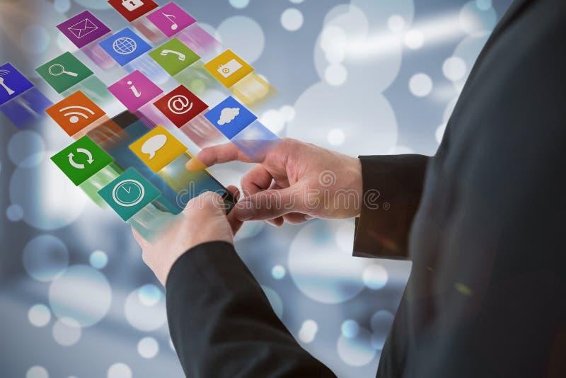 Imagen compuesta del hombre de negocios usando el teléfono elegante 3d imágenes de archivo libres de regalías