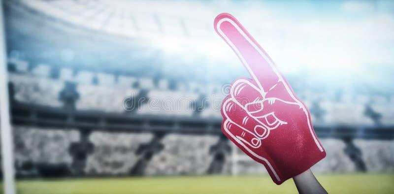 Imagen compuesta del jugador de fútbol americano que celebra la mano 3d de la espuma del partidario foto de archivo libre de regalías