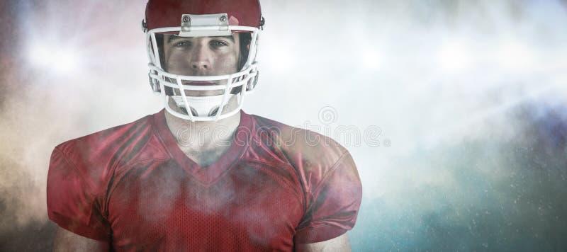 Imagen compuesta del jugador de fútbol americano que mira la cámara imagen de archivo