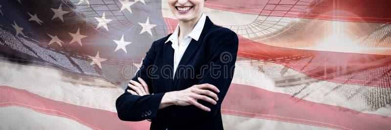 Imagen compuesta del retrato de la empresaria joven que se coloca con los brazos cruzados imagen de archivo libre de regalías