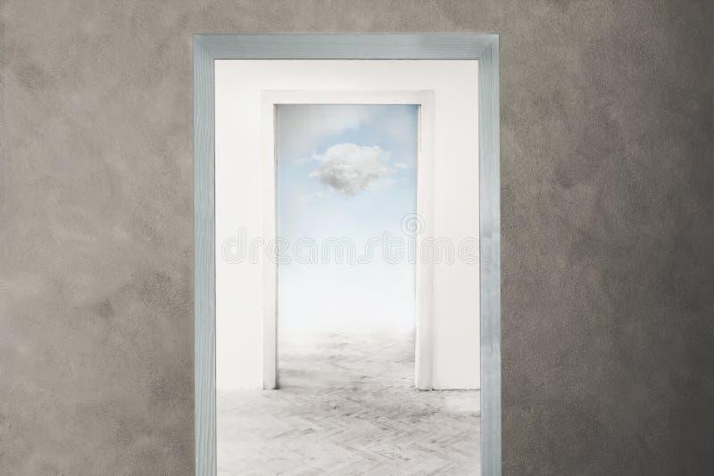Imagen conceptual de una puerta que se abre hacia la libertad y sueños imagen de archivo
