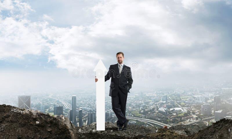 Imagen conceptual del negocio del hombre de negocios en ruinas fotografía de archivo libre de regalías