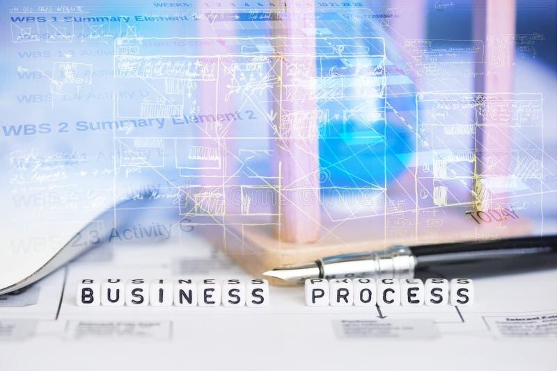 Imagen conceptual del proceso de negocio con reloj de arena y gráficos abstractos en fondo imágenes de archivo libres de regalías