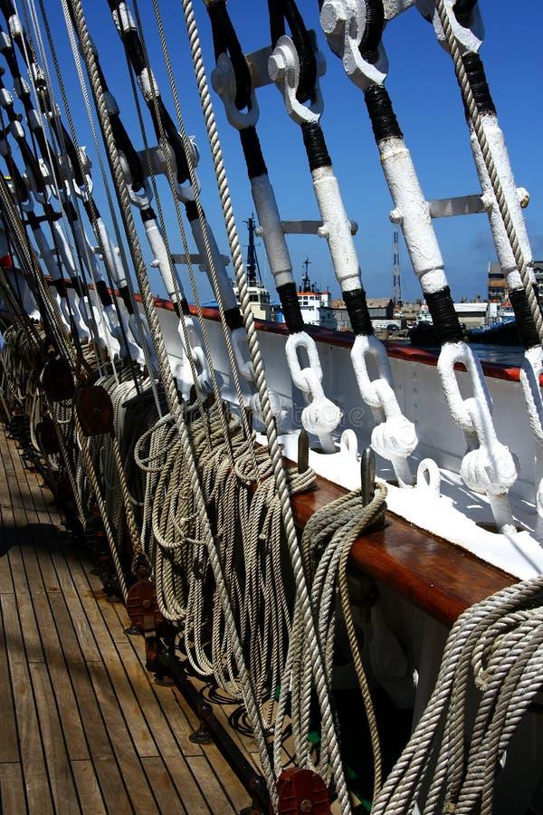 Imagen de cuerdas en cubierta en el velero fotografía de archivo libre de regalías
