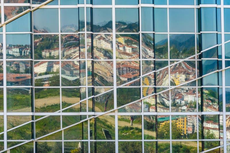 Imagen de espejo en Santiago de Compostela, España imagen de archivo