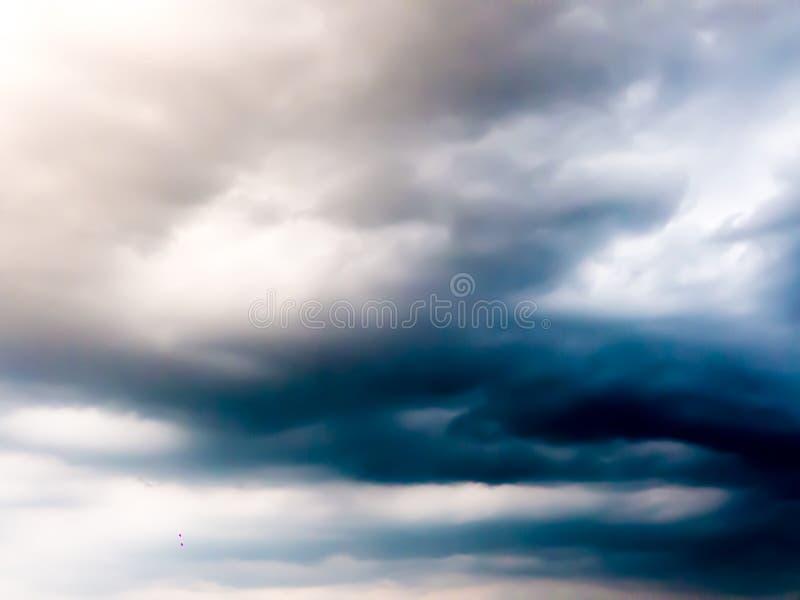 Imagen de falta de definición - cielo con la nube oscura imágenes de archivo libres de regalías
