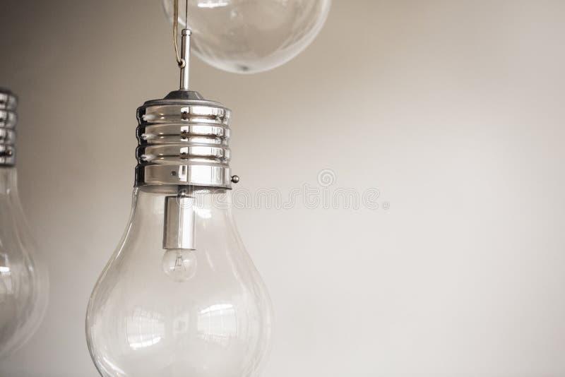 Imagen de la bombilla que representa concepto overthinking fotografía de archivo libre de regalías