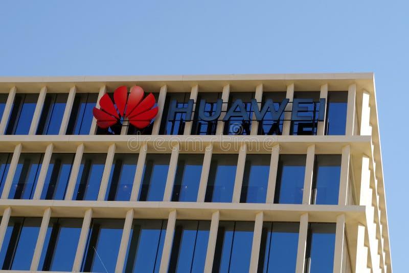 Imagen de la fachada de Huawei, el fabricante chino famoso del teléfono móvil que hace frente a muchos problemas con el estado am imágenes de archivo libres de regalías