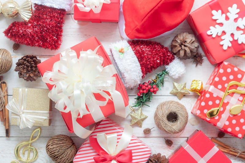 Imagen de la opinión de sobremesa de la Feliz Navidad de las decoraciones y de la Feliz Año Nuevo foto de archivo