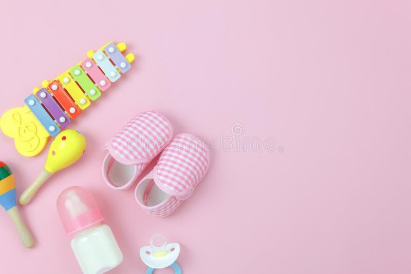 Imagen de la opinión de sobremesa que los niños juegan para el concepto del fondo del desarrollo foto de archivo libre de regalías