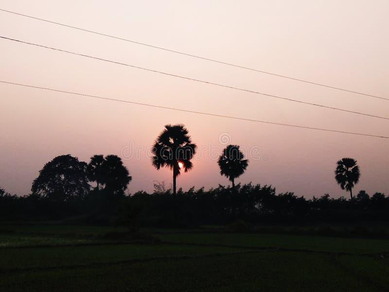 Imagen de la puesta del sol del kolowna indio del pueblo fotos de archivo libres de regalías