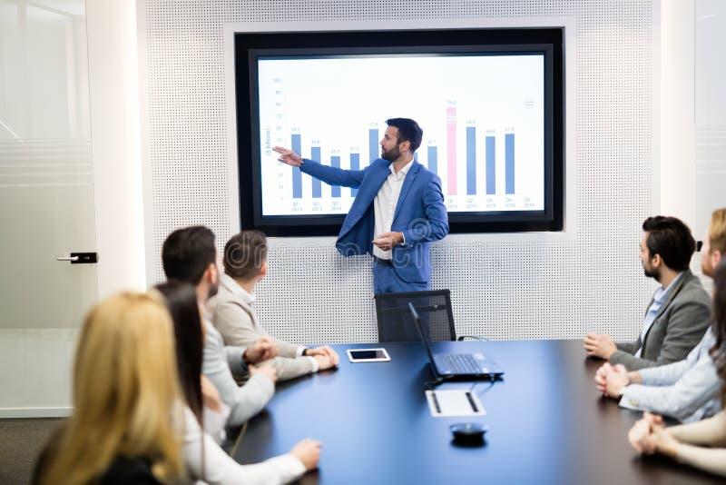 Imagen de la reunión de negocios en la sala de conferencias foto de archivo libre de regalías
