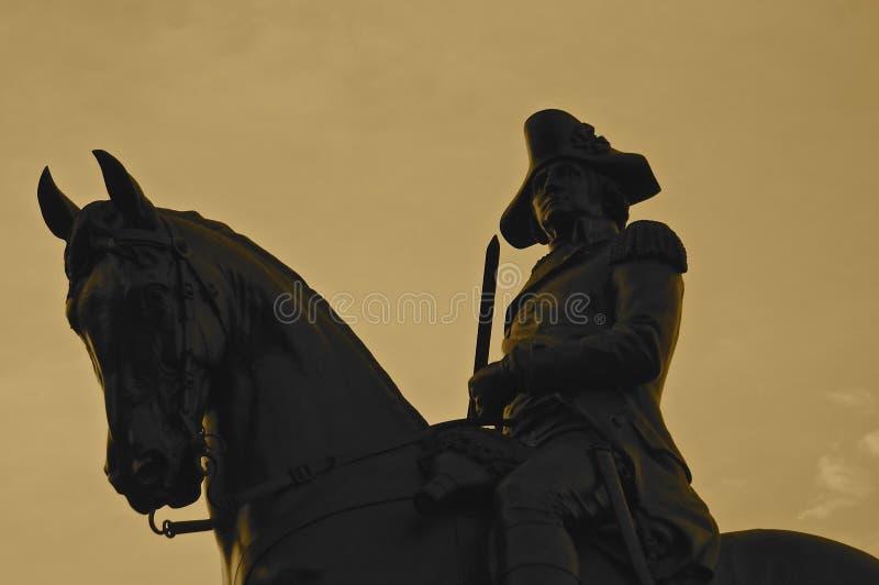Imagen de la silueta de la estatua ecuestre de George Washington en el parque com?n, Boston fotos de archivo libres de regalías