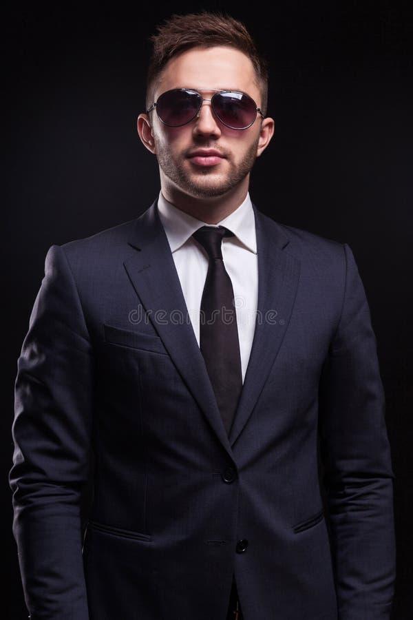 Imagen de la situación joven del hombre de negocios imagen de archivo libre de regalías