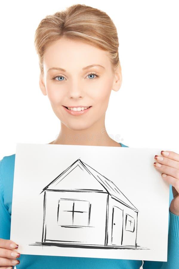 Imagen de la tenencia de la mujer con la casa foto de archivo libre de regalías