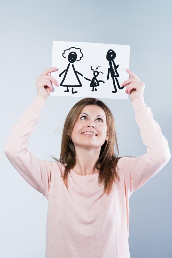 Imagen de la tenencia de la mujer con la familia feliz fotos de archivo