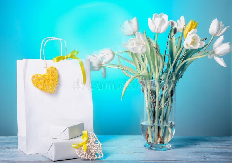 Imagen de la venta de negocio en estación de primavera o día de San Valentín fotografía de archivo