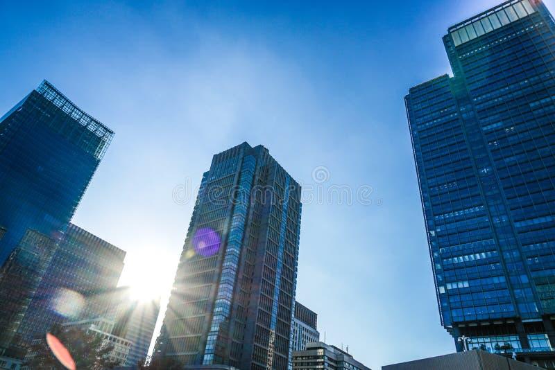 Imagen de los edificios del distrito financiero de Tokio Marunouchi y de oficinas imágenes de archivo libres de regalías