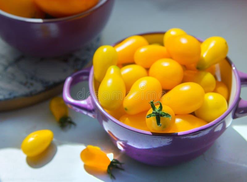 Imagen de los tomates amarillos de la pera imagen de archivo