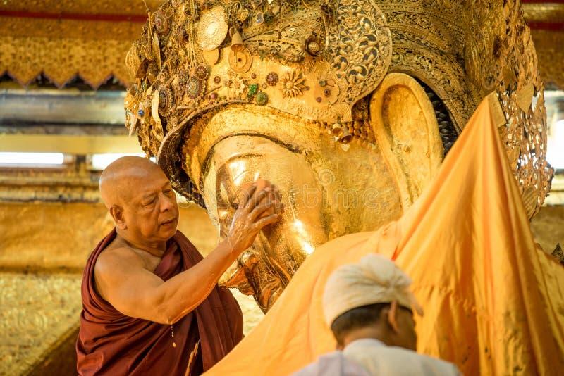 Imagen de Mahamuni Buda en Mandalay, Myanmar foto de archivo libre de regalías