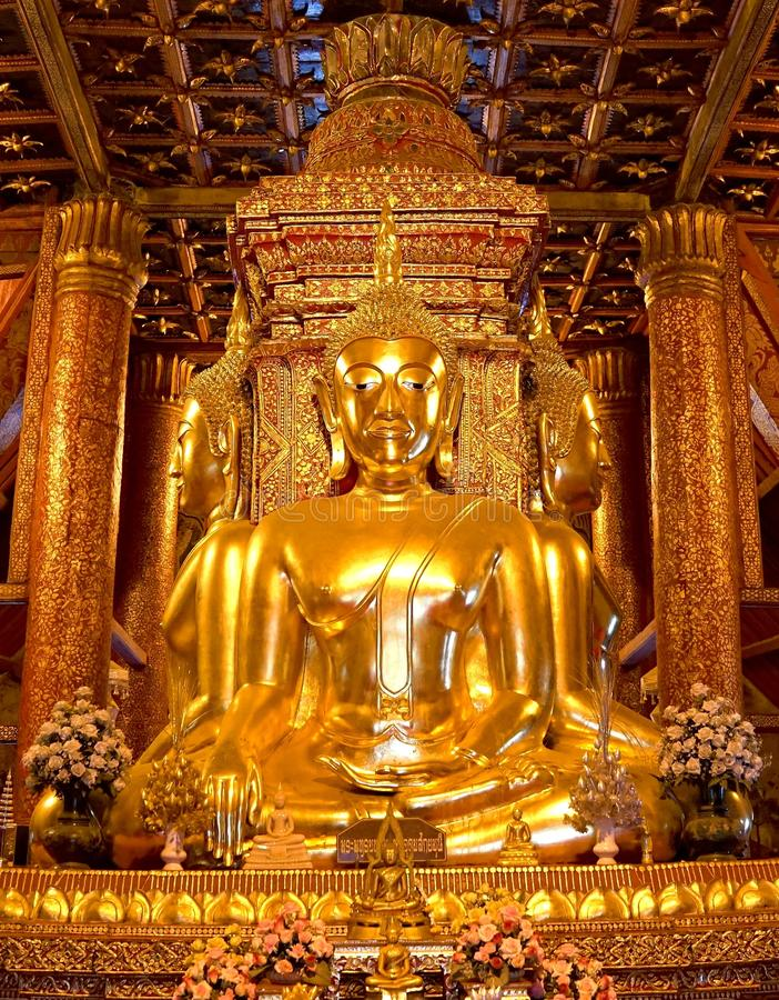 Imagen de oro de cuatro Buda en el pasillo principal de Wat Phumin o del templo mínimo de Phu en la provincia de NaN, NorthThaila imagen de archivo libre de regalías
