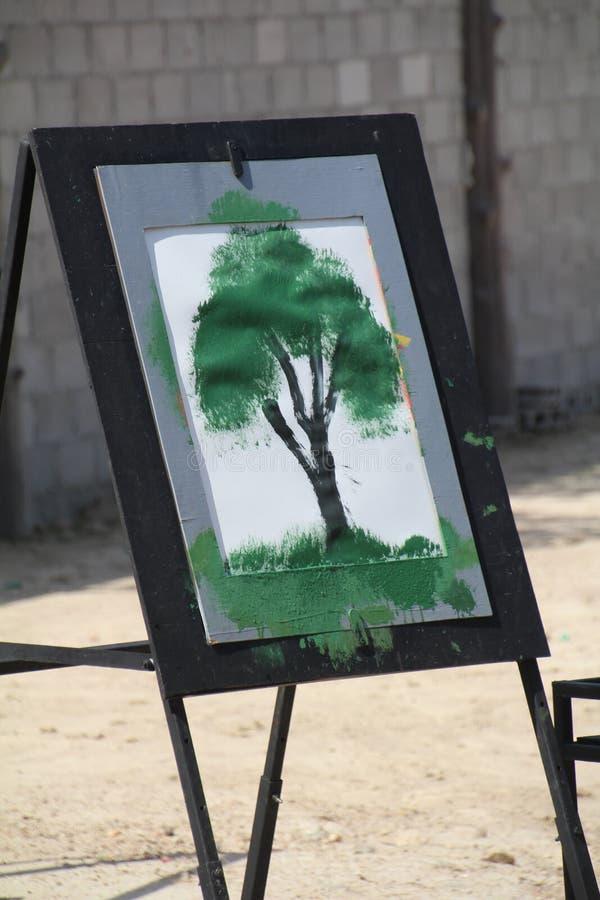 Imagen de un árbol pintado por un elefante foto de archivo