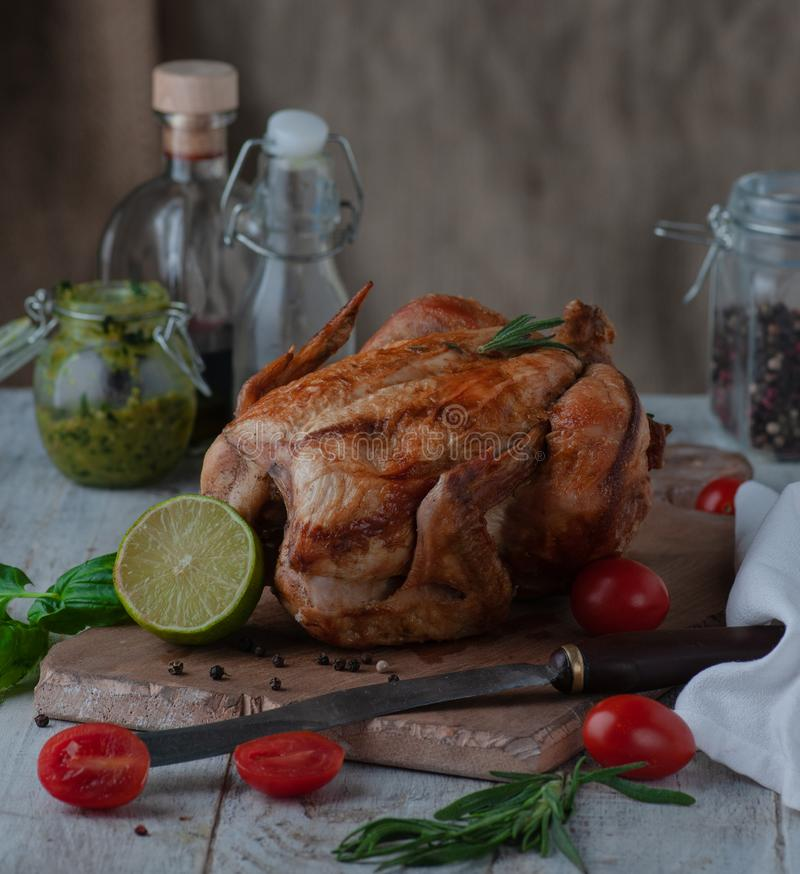 Imagen de un pollo cocido en un horno foto de archivo