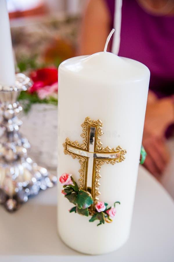 Imagen de una vela grande en ritual imagen de archivo