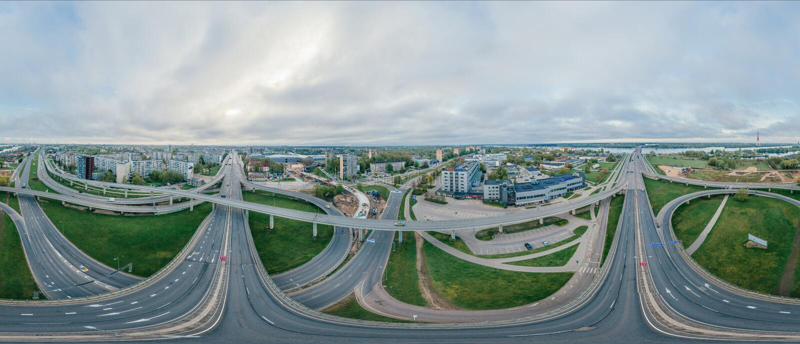 Imagen del abejón de la ciudad 360 VR de Riga del verano para la realidad virtual, panorama del abejón foto de archivo libre de regalías