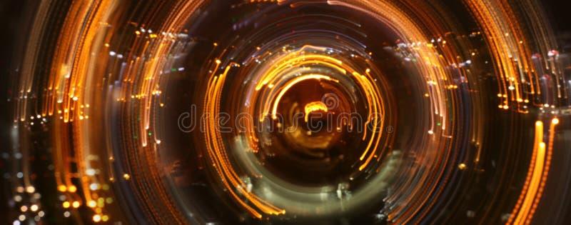 Imagen del concepto de ver la luz en el extremo del t?nel sci fi o misterio fotos de archivo