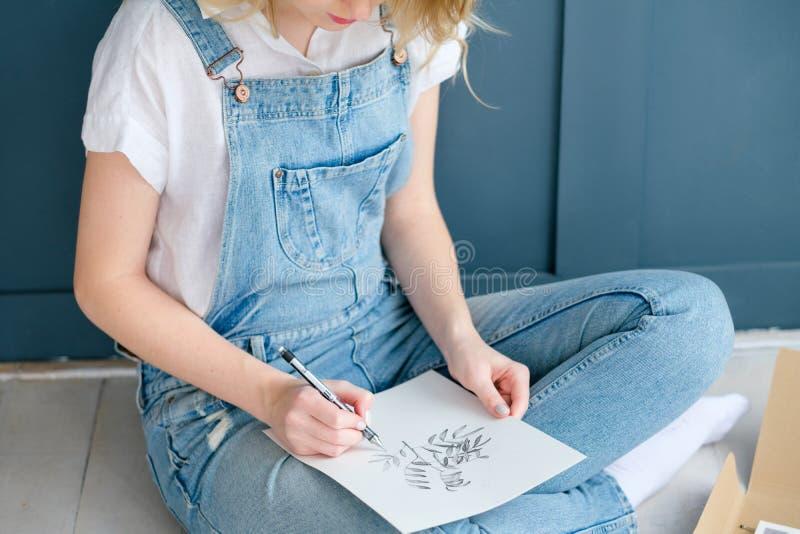 Imagen del dibujo de la muchacha de la expresión del talento del arte del ocio imagen de archivo libre de regalías