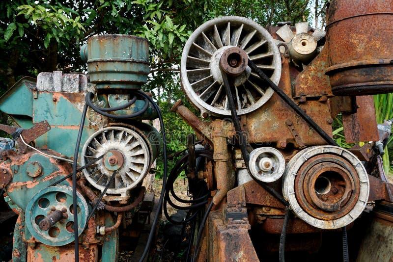 Imagen del grano: Ciérrese para arriba de la máquina vieja hecha en fábrica del acero y usada en la última máquina rota y rústica fotos de archivo libres de regalías