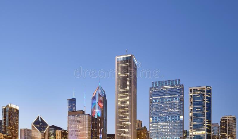 Imagen del horizonte céntrico de Chicago en el crepúsculo, los E.E.U.U. fotos de archivo libres de regalías